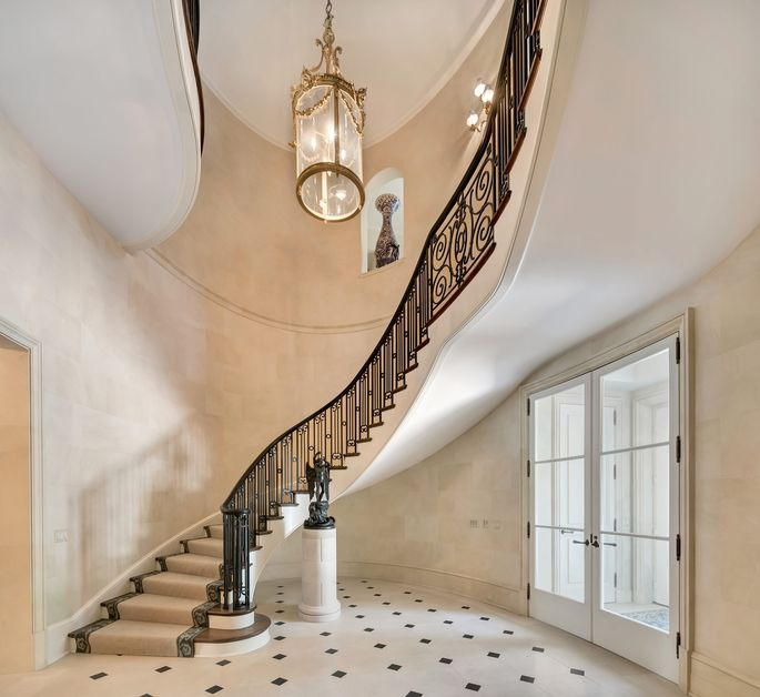 This staircase makes a dramatic statement.