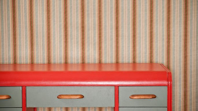 Busy wallpaper could scare away potential buyers.