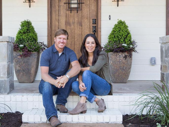 Chip And Joanna Land In A Hot Mess On 39 Fixer Upper