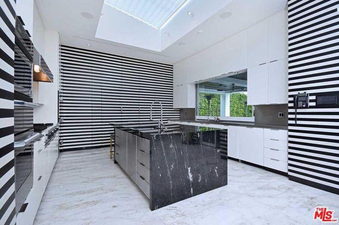Black-and-white kitchen