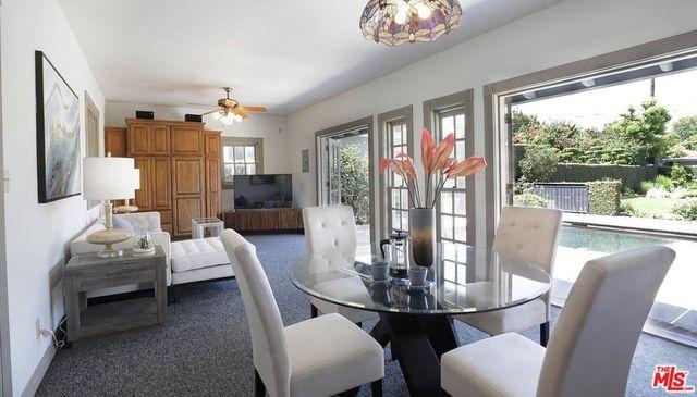 Indoor-outdoor living area