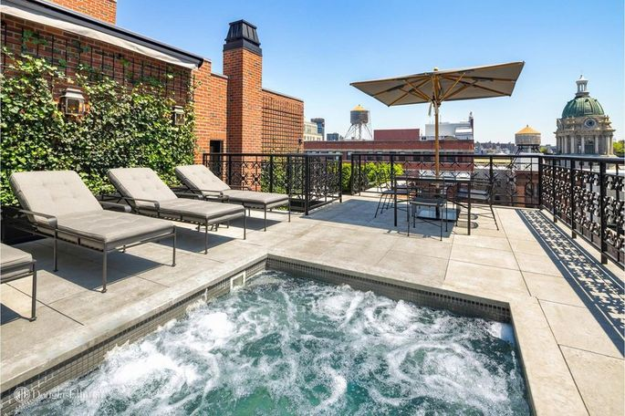 Terrace with hot tub