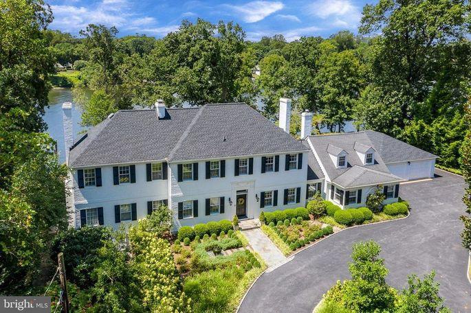 Exterior of estate in Annapolis, MD