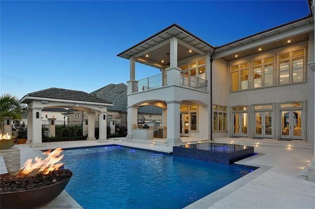 Resortlike pool