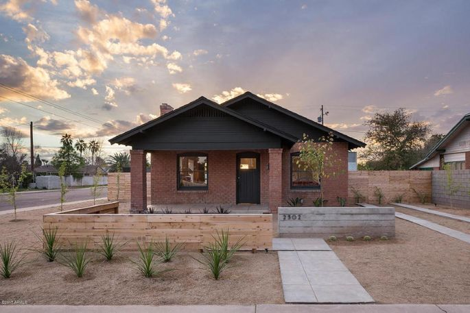 Historic meets modern in a 1920s bungalow in phoenix for Modern home builders phoenix
