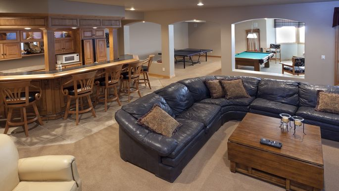 Excellent Finished Basement Bar, Lounge, Game Room, Pool Table, Sofa
