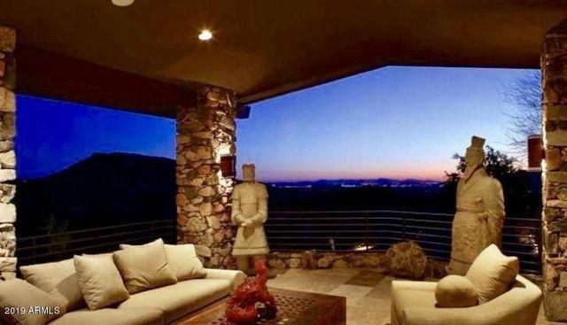 Patio Steven Seagal home in Scottsdale, AZ