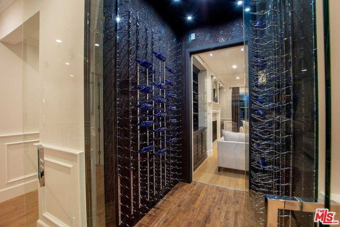 """Floating"" wine locker"