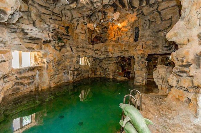 Scuba-diving grotto