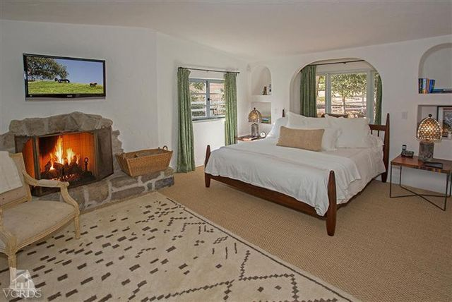 reese-witherspoon-sells-ojai-ranch-17