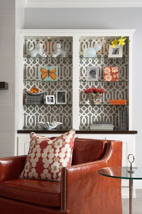 Mod geometric wallpaper sets a stylish tone.