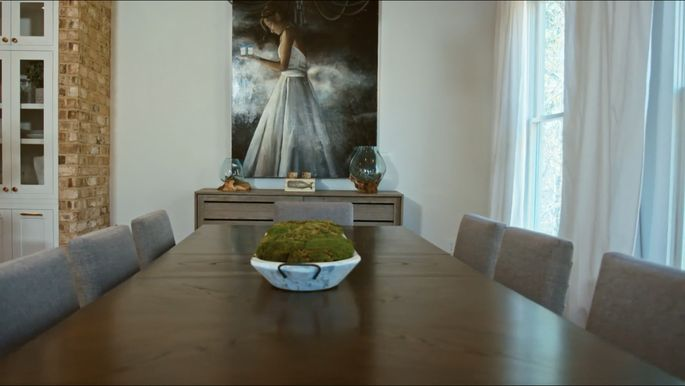 This dining table could have used a brick feature as well.