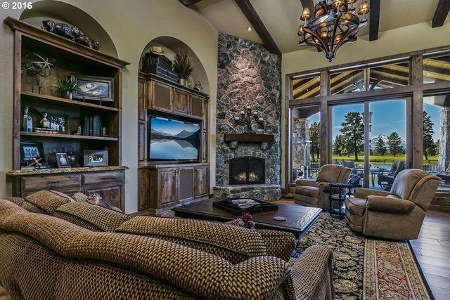 Large windows andspectacular views