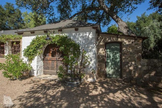 reese-witherspoon-sells-ojai-ranch-21