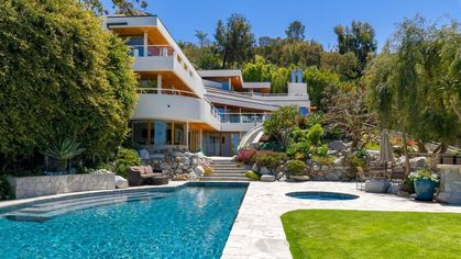 Luxe La Jolla Home Comes With Coastal Views and Cool Vibes