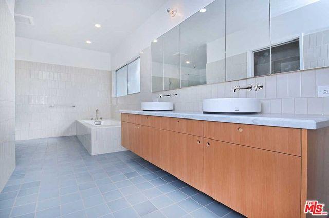 Owner's suite bathroom Dolan Twins