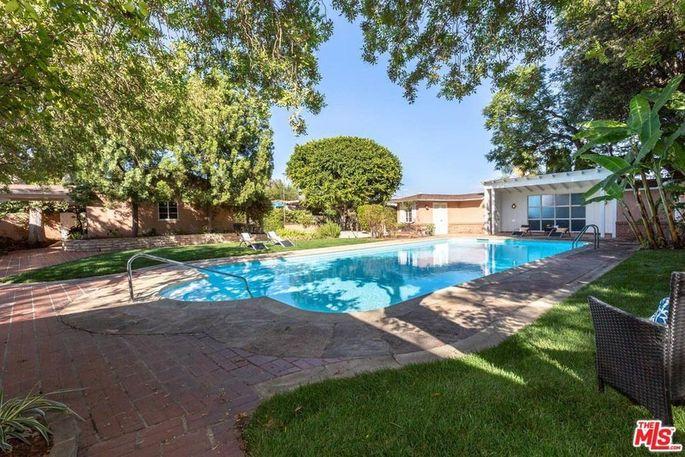 Pool and Paul Williams–designed cabana