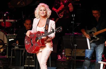 Country Star Lorrie Morgan Is Selling Tennessee Home With Backyard Made for Entertaining