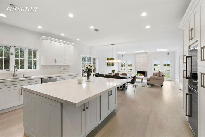 Spotless new kitchen in Singer's home