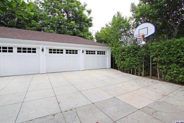 The basketball hoop