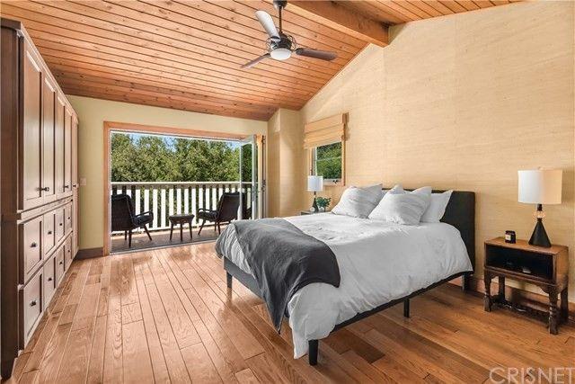 Owner's suite bed Rainn Wilson house