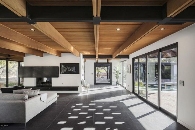 Magical Mid Century Modern In Arizona Brought Back To Life Sfgate - Guirey-residence-arizona-architecture-classic