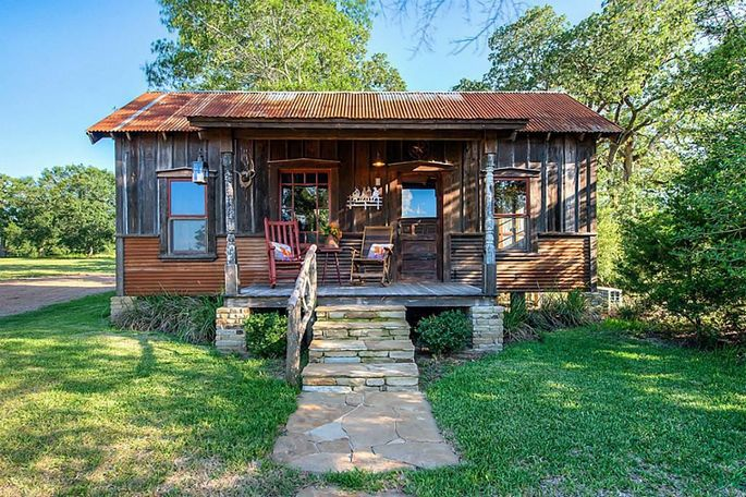 Tiny house on texas sized acreage for Small home builders houston