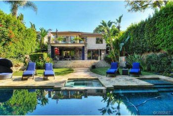 'Big Bang Theory' Star Kaley Cuoco Eyes Big Sale