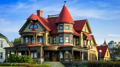 What Is a Queen Anne Victorian? An Ornate Style of Architecture With Historic Roots
