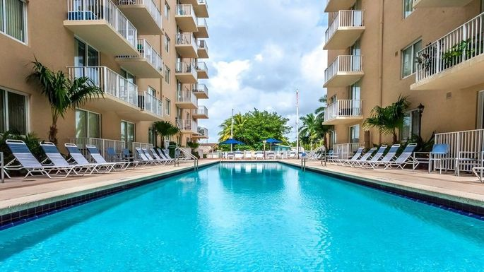 Apartment complex in Kendall West with one-bedroom rents for less than $1500 a month