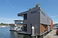 Modern Design Fans, This $3.2M Houseboat in Seattle Will Float Your Boat