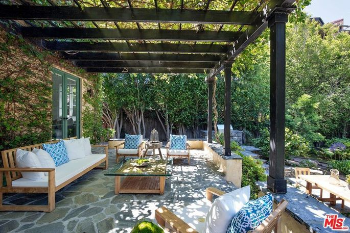 Trellised outdoor living room