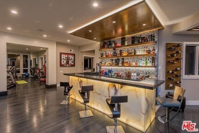 Restaurant-style wet bar