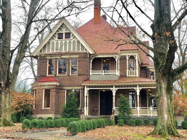 Cynthiana, KY historic home exterior