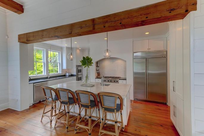 Small touches make the kitchen look more polished.