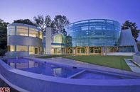 Check Out this Curvy Glass House by Ed Niles