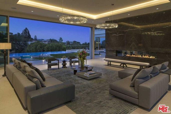 Living room that extends outside