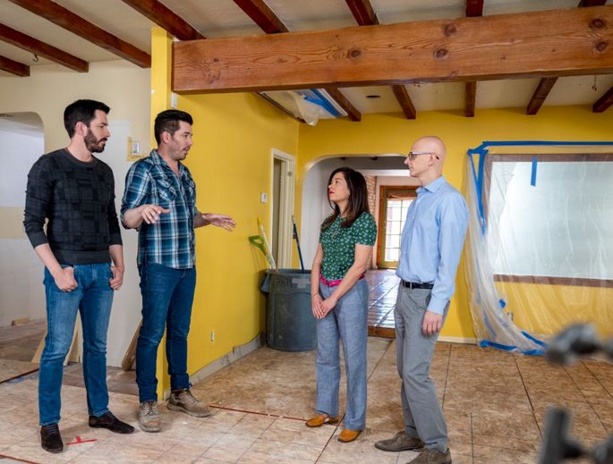 Jonathan and Drew Scott help Ren and Scott make their Las Vegas house into a forever home.