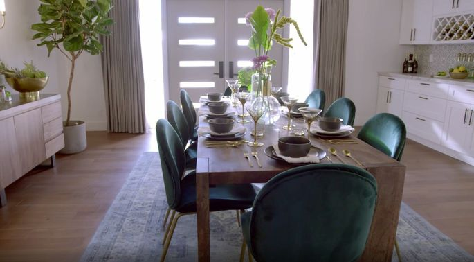 This dining room feels more comfortable, and it's a space that could be dressed up or dressed down.