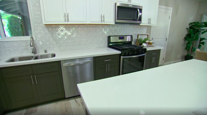 This backsplash works perfectly with these light and dark cabinets.