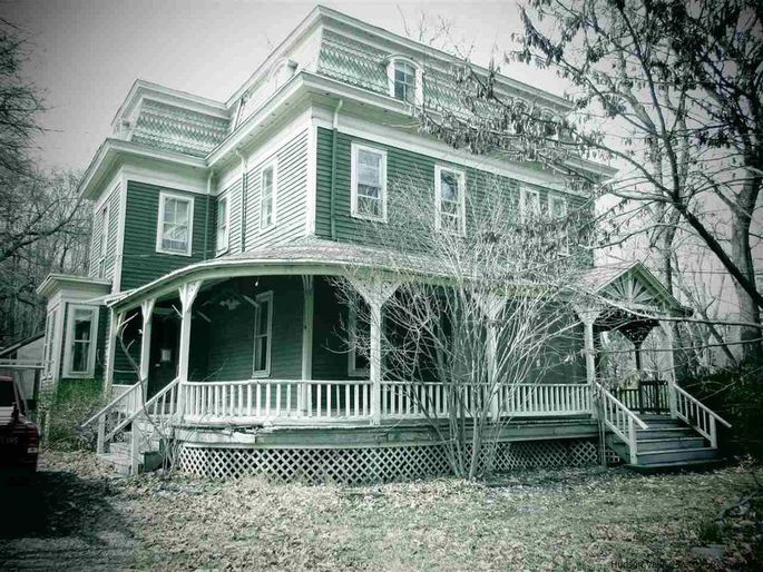 We're Not Saying These 11 Homes Are Haunted, but They're