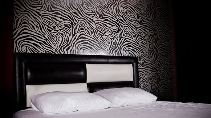 zebra-print-bedroom