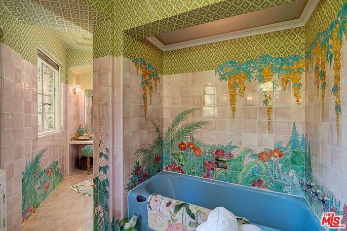 Blooming bathroom