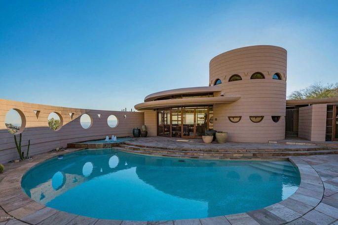 Frank Lloyd Wright home with circular design