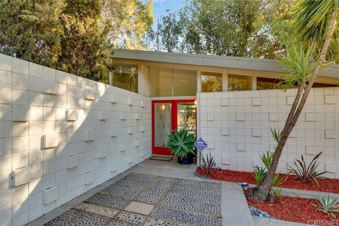Mid Century Modern 39 Living Conditioned Home 39 On The Market