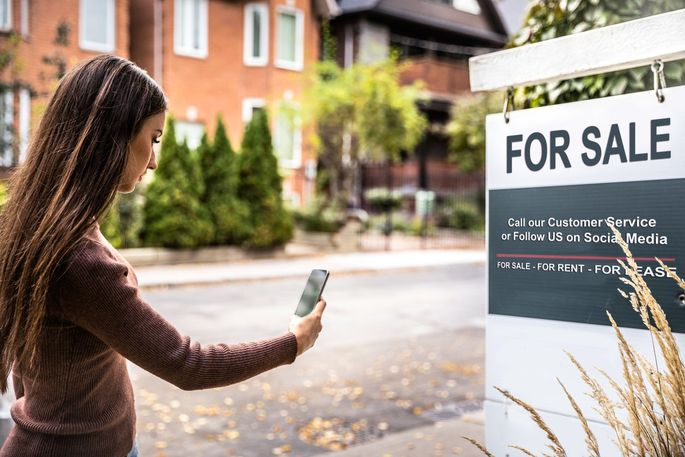 Street signs and online marketing efforts will help get the word out about your house for sale.