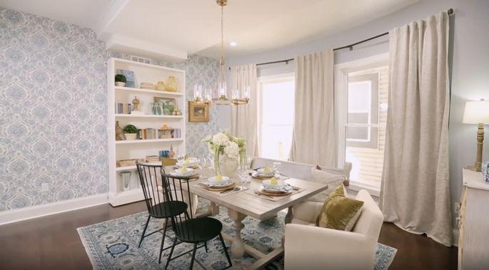 Mina Starsiak sait que le papier peint peut apporter une beauté classique à une pièce.