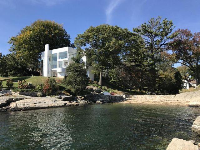 Richard Meier's Smith House