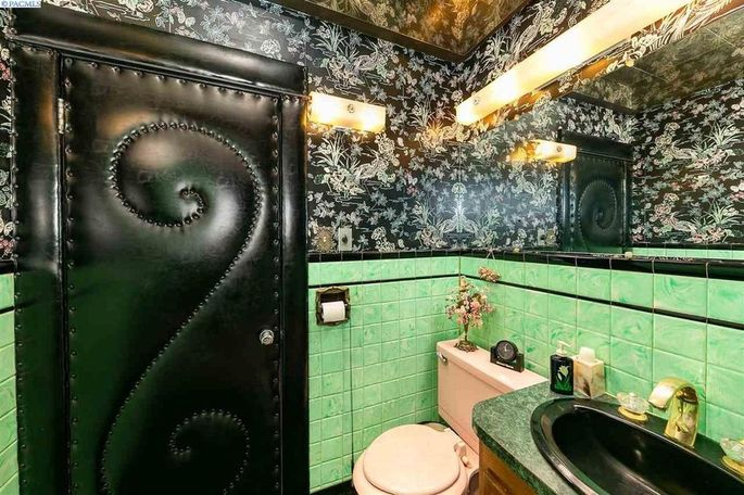 Time capsule bathroom