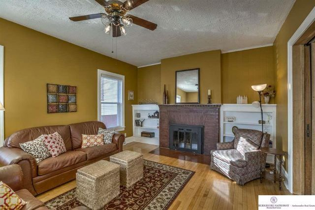 Marlon brando 39 s childhood home for sale in omaha realtor for The family room church omaha